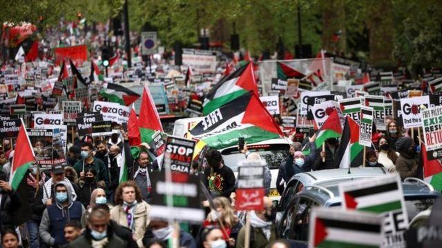 Unjuk rasa mendukung Palestina di London, Sabtu (15/05).