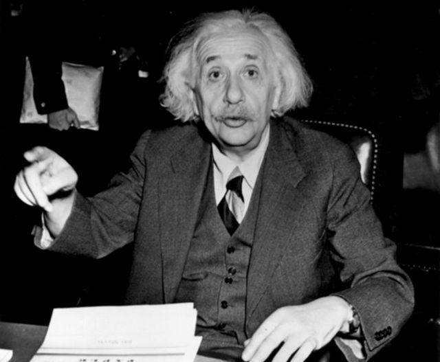 वैज्ञानिक अल्बर्ट आइन्सटीन