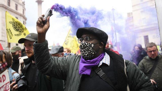 Участник акции 1 мая в Лондоне