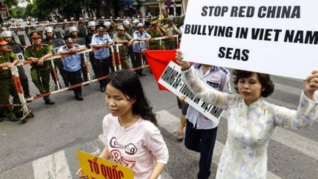 Biểu tình ở TPHCM 11 tháng 5/2016. Yếu tố phản đối TQ về biển đảo thường xuất hiện trong các cuộc xuống đường ở Việt Nam những năm qua