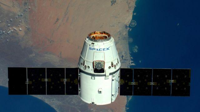 قمر صناعي تابع لشركة سبيس إكس الأمريكية لتكنولوجيا الفضاء.