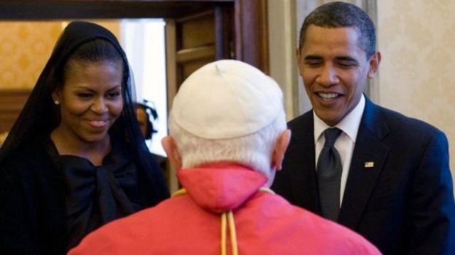 میشل اوباما در دیدار با پاپ بندیکت موهای خود را پوشانده بود