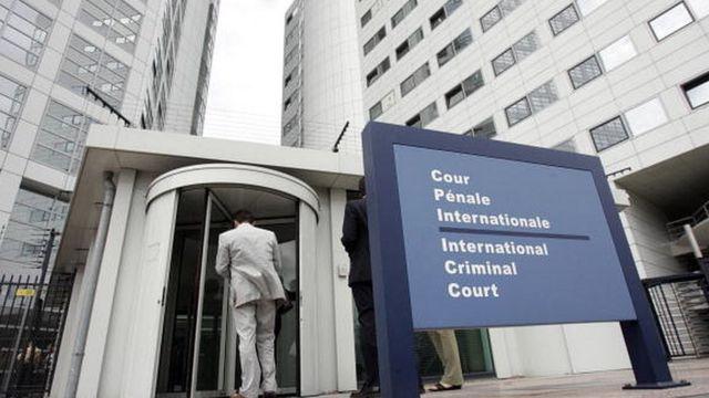 Le siège officiel de la Cour est situé à la Haye, aux Pays-Ba