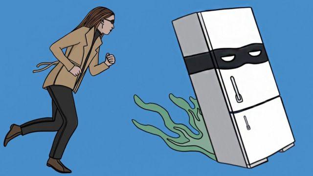 Ilustración de una mujer persiguiendo un refrigerador enmascarado como un delincuente