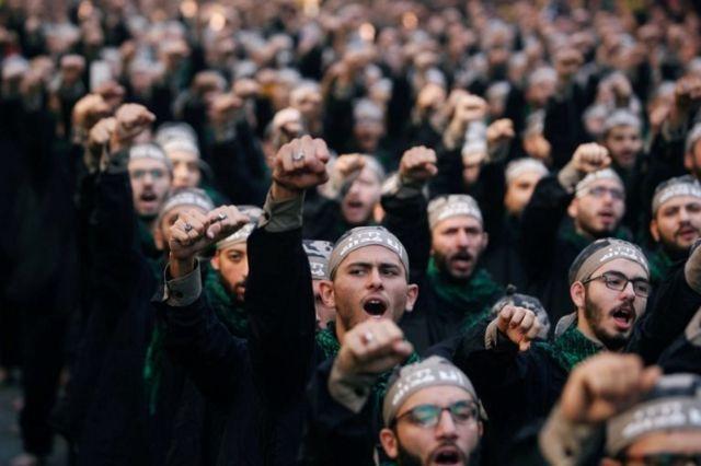 Beyrut'ta Aşure Günü'nde sloganlar atan Hizbullah üyeleri