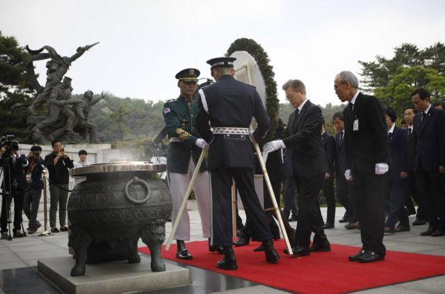 文在寅周三上午訪問了國立顯忠院。
