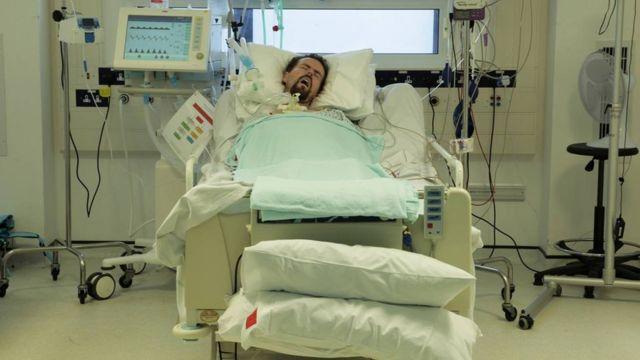 Terry en el hospital británico donde era atendido