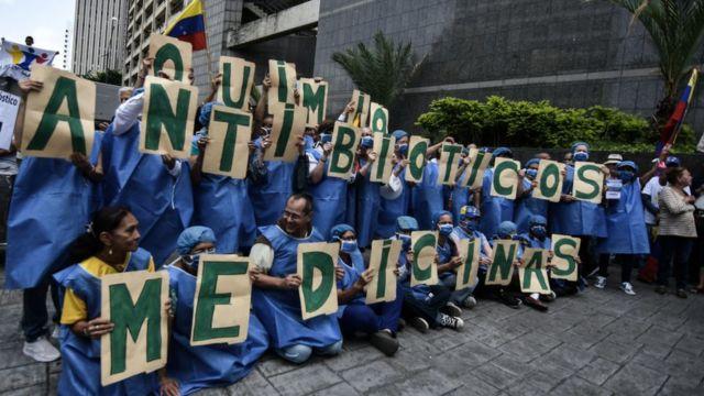Venezolanos manifestándose por la falta de alimentos