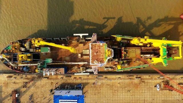 اس بحری جہاز کا نام ہے ٹیان کن ہاؤ۔ جسے چینی روایات میں ایک دیو ہیکل مچھلی سمجھا جاتا ہے جو کہ ایک پرندے میں بھی تبدیل ہوجاتی ہے۔