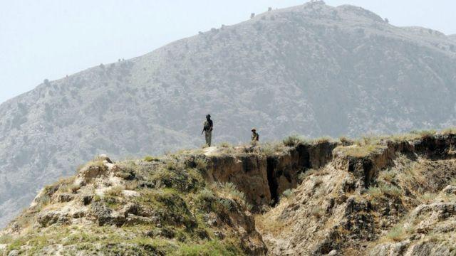 پاکستان سرحدي سرتېري د مهمندو په قبایلي سیمه کې لیدل کېږي