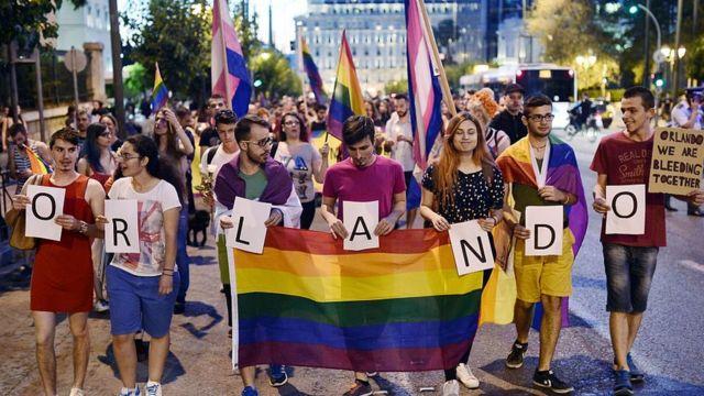 Protesta contra ataque a club gay en Orlando