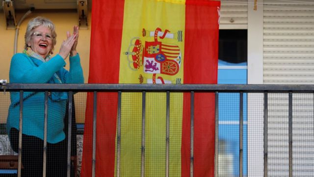 woman applauds medics in Ronda