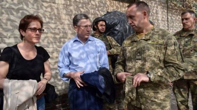 У Вашингтоні активно обговорюють можливість поставок озброєння українським збройним силам, заявив новий спецпредставник США по ситуації в Україні Курт Волкер (в центрі)