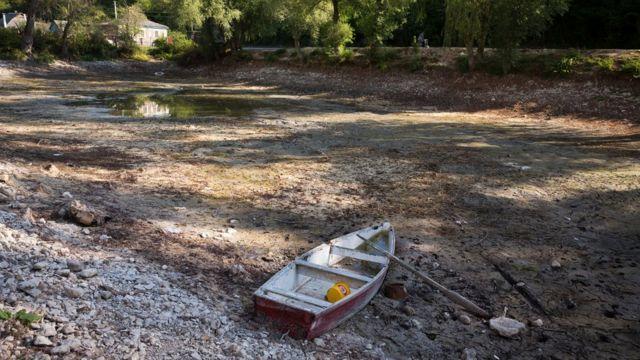 Обмелевший водоев в Бахчисарайском районе Крыма