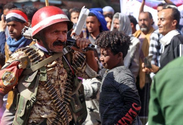 يمنيون يشاركون في تجمع لإحياء الذكرى العاشرة لانتفاضة الربيع العربي 2011