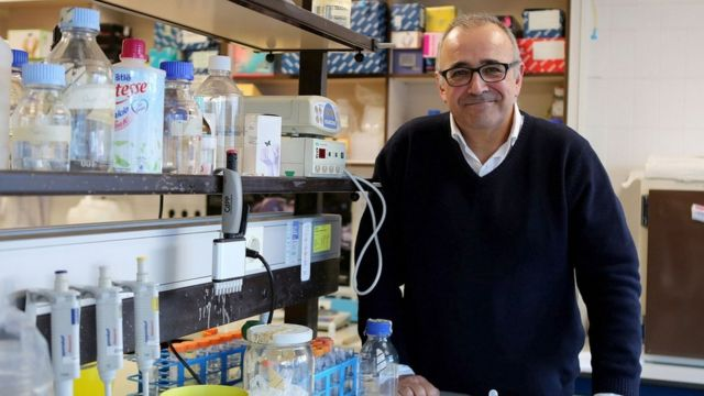 Ignacio López-Goñi en el laboratorio