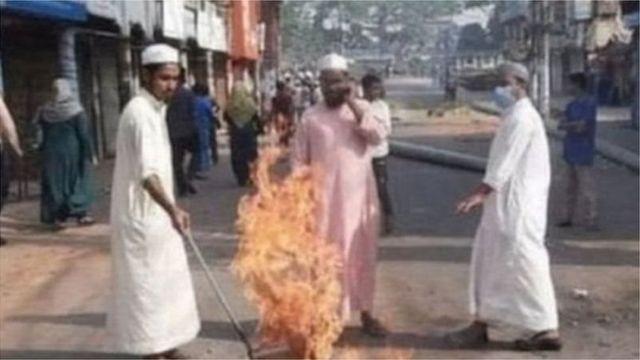 হেফাজতে ইসলামের ডাকা গত ২৮শে মার্চে হরতালে ব্রাহ্মণবাড়িয়ায় রাস্তায় আগুন জ্বালিয়ে অবরোধ করে হরতাল সমর্থকরা