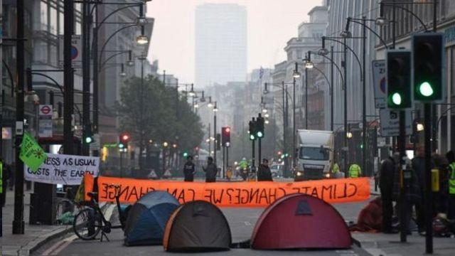 معترضان خیابان های بزرگ لندن را بسته اند