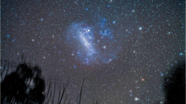 A Grande Nuvem de Magalhães vista com telescópio