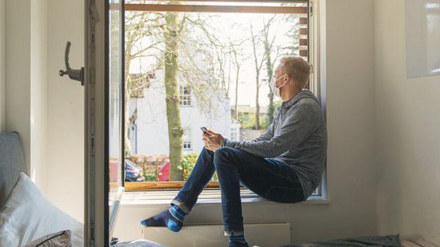 Nos lugares frios, é mais fácil lembrar de abrir as janelas se você se agasalhar bem