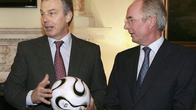 تونی بلر و اسون گوران اریکسن در داونینگ استریت ( اقامتگاه نخست وزیر بریتانیا)، سال ۲۰۰۶