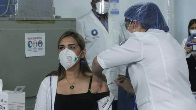 """Вакцинация """"Спутником V"""" в Венесуэле"""