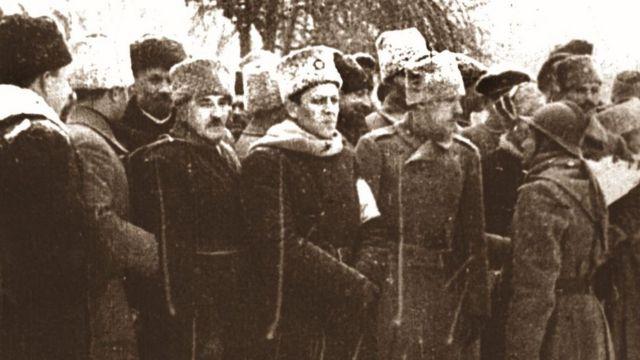 Військовий парад на Софійській площі в Києві з нагоди вступу Директорії. 19 грудня 1918 р.
