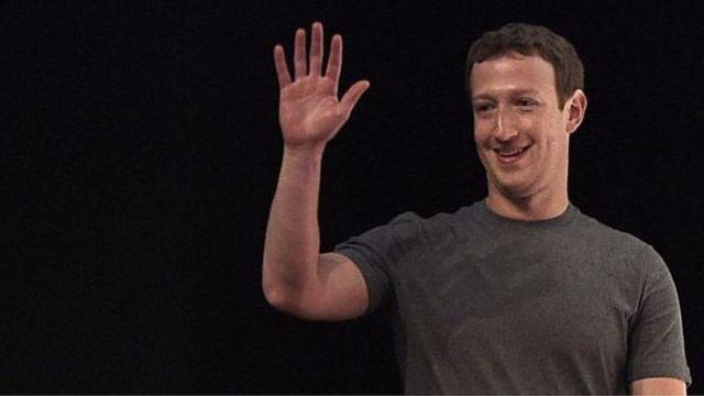 Mark Zuckerberg yana bayyana kansa a matsayin shugaban Facebook