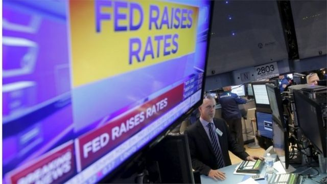FRB利上げのニュースを見守る市場関係者