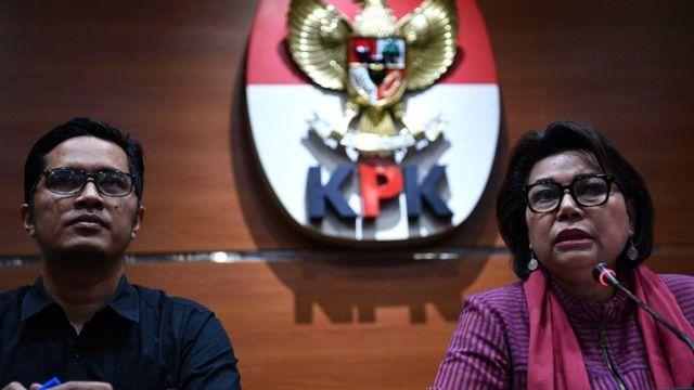 Wakil Ketua KPK Basaria Panjaitan (kanan) dan juru bicara Febri Diansyah