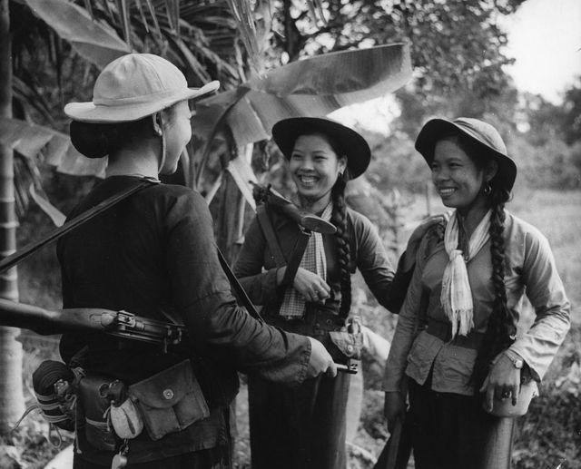 Các nữ du kích miền Nam Việt Nam. Hình chụp năm 1966