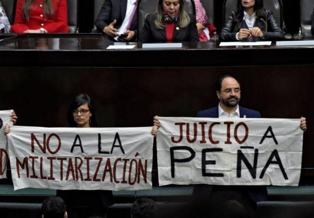 Protestas durante la investidura