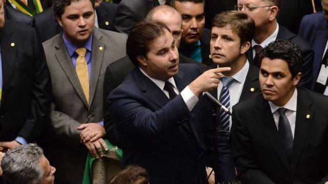 Rodrigo Maia vota a favor do impeachment de Dilma
