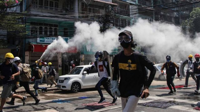 Protesters run from police in Mynamar