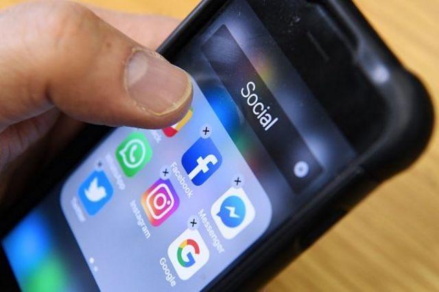 Media sosial menawarkan banyak manfaat, tetapi juga mengandung bahaya kebocoran data pribadi.
