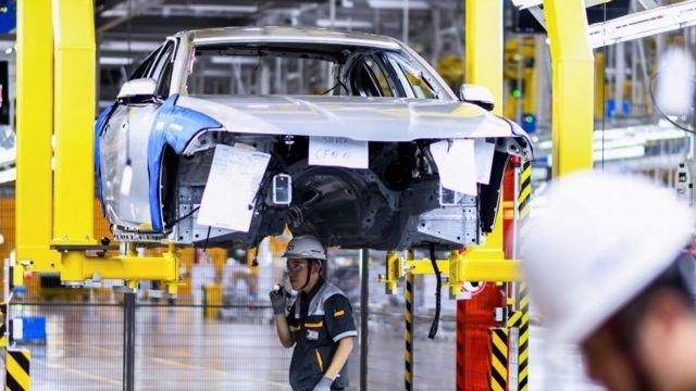 Vingroup đã ra mắt VinFast vào tháng 6 với Fadil, gần đây hãng đã bắt đầu bán ra Lux 2.0A và 2.0SA, hai mẫu xe đắt tiền hơn dựa trên công nghệ của BMW.