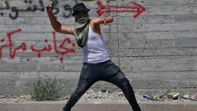 محتج فلسطيني