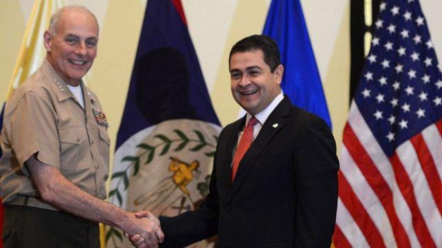 Juan Orlando Hernández con el comandante del Comando Sur Gen. John Kelly