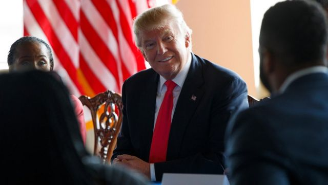 Donald Trump reunido con líderes negros en Filadefia
