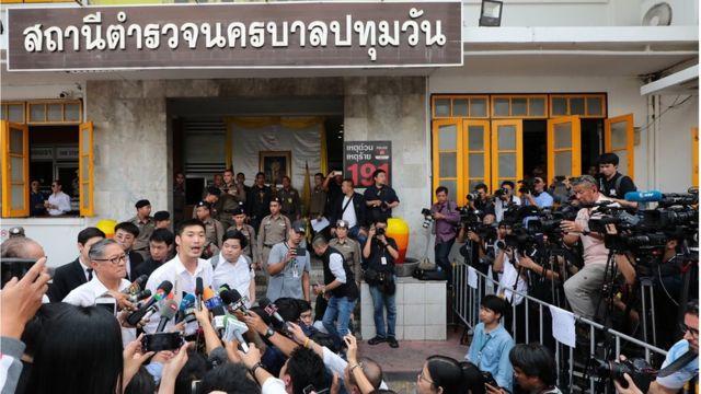 สื่อมวลชนทั้งไทยและต่างชาติร่วมทำข่าว
