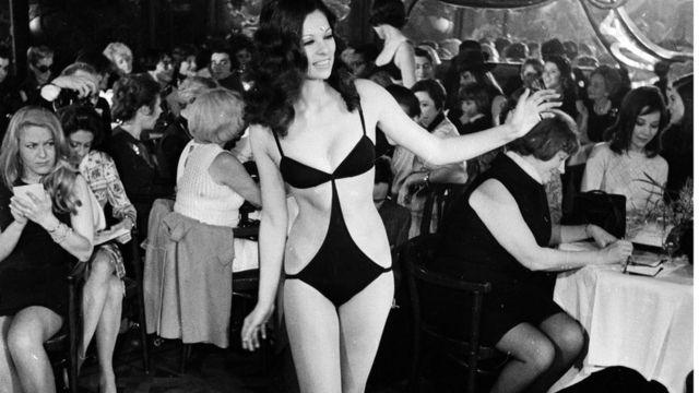 Манекенщица в бикини