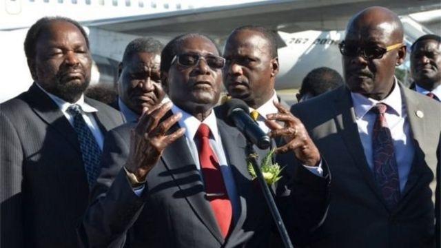 رئيس زيمبابوي روبرت موغابي في هافانا لحضور مراسم التأبين