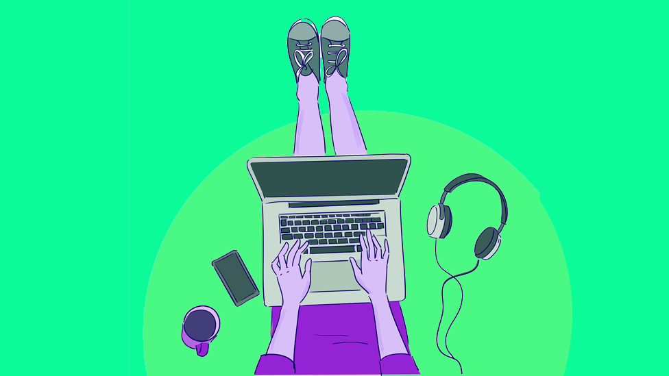 Ilustração colorida de adolescente com roupa roxa teclando em um laptop com fundo azul claro