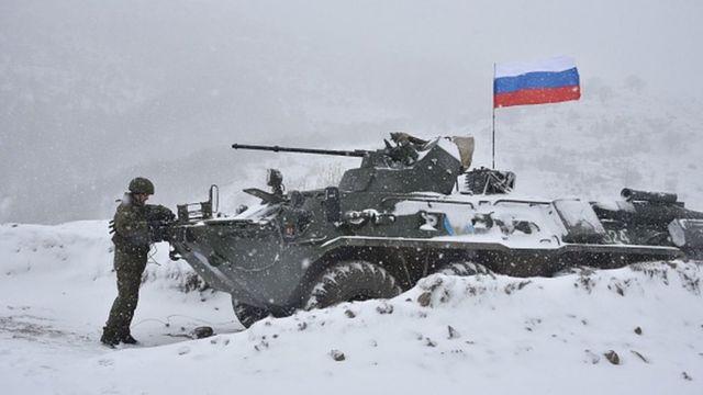 Дорогу, ведущую в Лачин, уже взяли под охрану российские миротворцы
