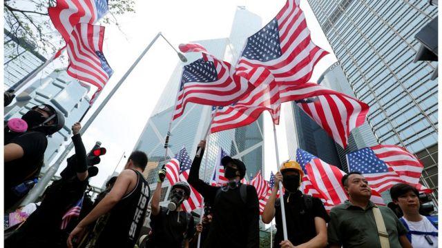 9月8日,香港示威者請願,促請美國國會通過《香港人權與民主法案》。