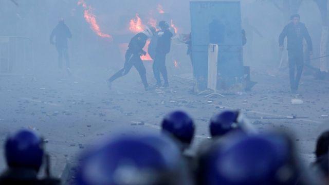 مواجهات بين متظاهرين وقوات الأمن