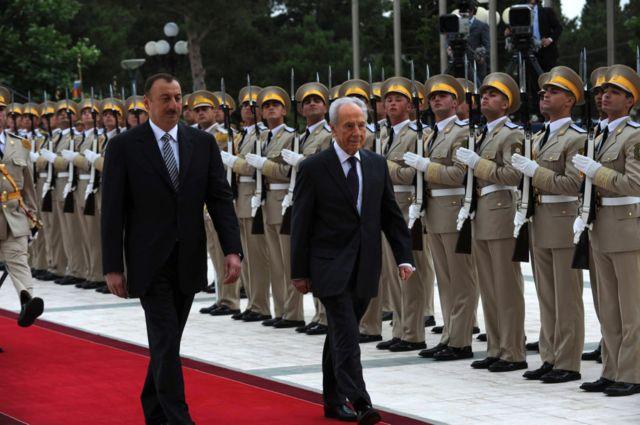 در سال ۲۰۰۹، شیمون پرز رئیسجمهور وقت اسرائیل در سفری تاریخی از باکو دیدار کرد و با استقبال رسمی الهام علیاف، رئیسجمهور آذربایجان روبهرو شد
