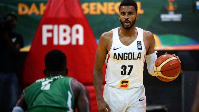 Jacques Conceiçao de l'Angola lors d'un match contre la République Centrafricaine à Dakar
