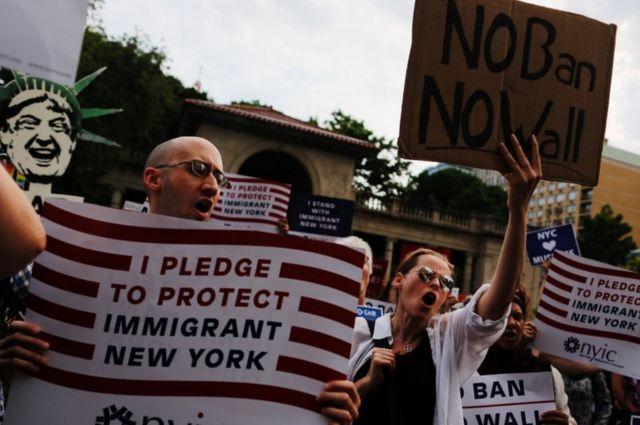Июньские запреты Трампа подняли волну протеста в крупных городах
