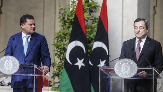 İtalya Başbakanı Mario Draghi (sağda) ve Libya Başbakanı Abdülhamid Dibeybe